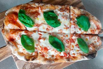 pizza semplice margherita cotta al forno